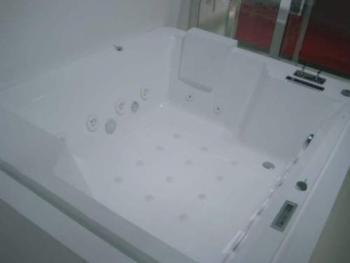 BRAVAT 按摩浴缸  B25823W-4